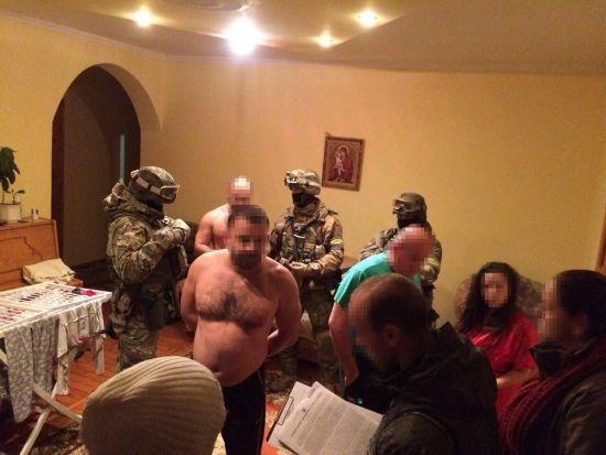 В Україні та Німеччині паралельно відбуваються десятки обшуків та затримання крадіїв елітних авто