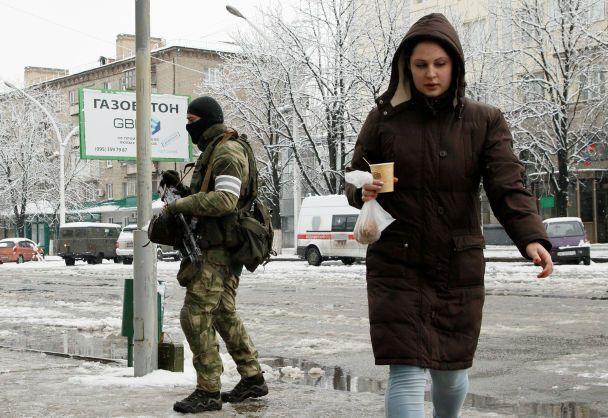 Переворот в Луганске: безлюдные улицы и террористы с автоматами