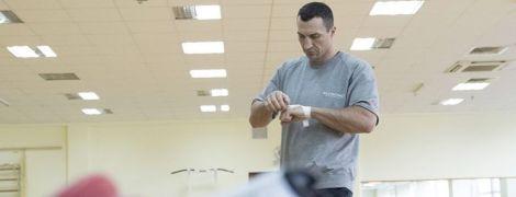 Володимир Кличко показав перший професійний контракт