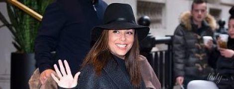 В элегантном пальто и шляпе: Ева Лонгория в объективах папарацци