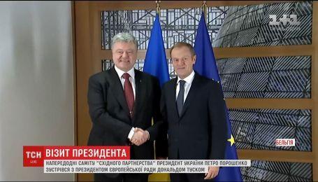 Порошенко рассказал Дональду Туску об обысках и задержаниях на оккупированном Крыму