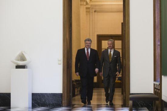 Король Бельгії розповів Порошенку, як спав на підлозі у звичайній київській квартирі
