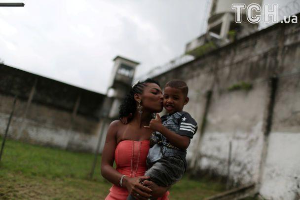 Заґратовані, але прекрасні: у Бразилії відбувся конкурс краси серед жінок-в'язнів