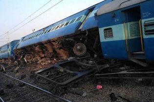 В Індії 13 вагонів швидкісного експресу зійшли з рейок, є загиблі