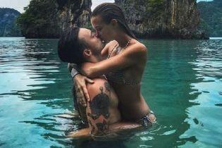 Идеальные ягодицы и страстные поцелуи с бойфрендом: Жозефин Скривер отдыхает в Таиланде