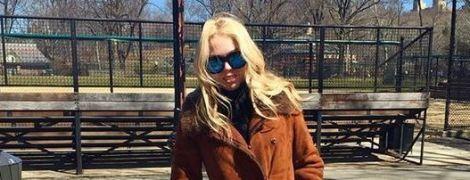 В бордовом джемпере с рюшами и с нежным макияжем: дочь Трампа отпраздновала День благодарения