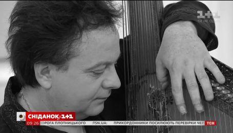 """Трагічні події в музиці: бандурист Роман Гриньків зіграв у студії """"Сніданку"""""""