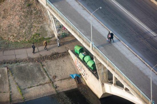 У Києві на мосту повісився чоловік — ЗМІ