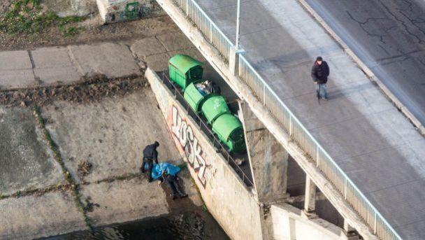В Киеве на мосту повесился мужчина — СМИ