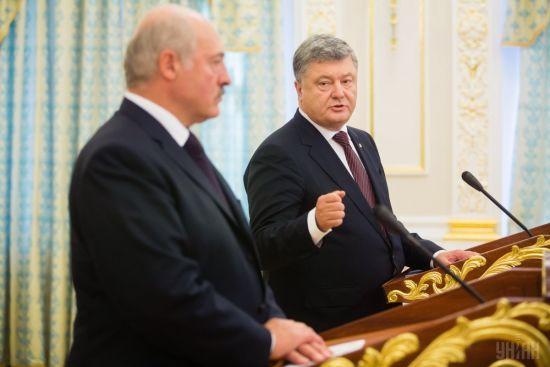"""Лукашенко повідомив, що розмовляв з Порошенком про """"шпигунський скандал"""""""
