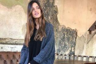 Самая красивая из жен футболистов: Сара Карбонеро продемонстрировала стильный повседневный образ