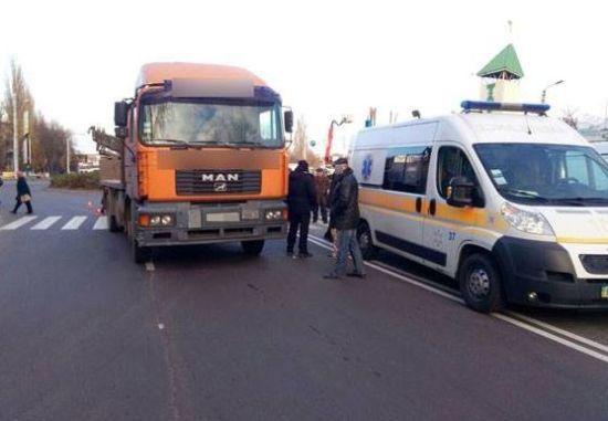 У Кременчуці вантажівка переїхала пенсіонерку на пішохідному переході