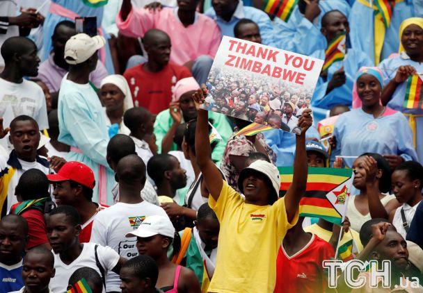 """Присяга """"Крокодила"""" Мнангагвы в Зимбабве: зрители поразили радостными эмоциями"""