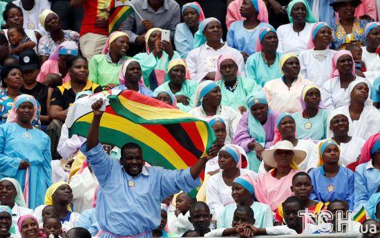 """Присяга """"Крокодила"""" Мнангагви у Зімбабве: глядачі вразили радісними емоціями"""