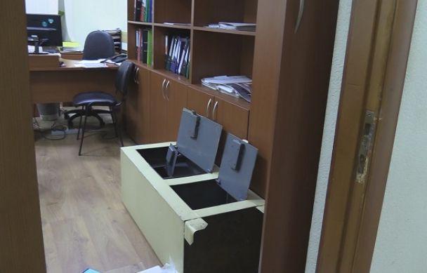 У Києві невідомі у масках зв'язали охоронця та пограбували університет