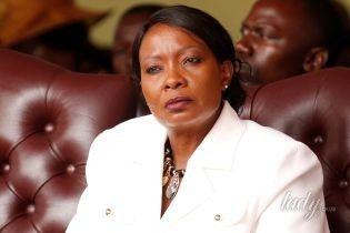 В белоснежном костюме и в золотых украшениях: первая леди Зимбабве на церемонии инаугурации мужа