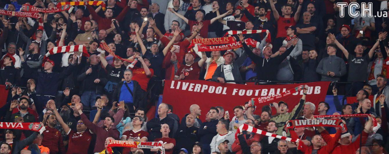 """Полиция Севильи забрала трость у слепого фаната """"Ливерпуля"""" и не хотела пускать его на матч"""