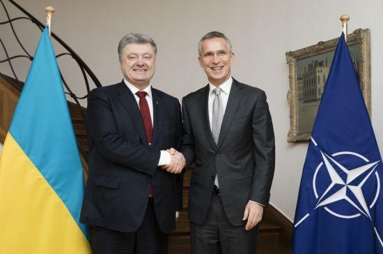 Порошенко подякував Столтенбергу за підтримку України і відкриті двері НАТО