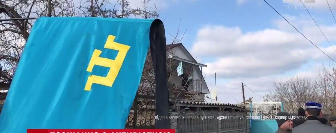 Боялись даже мертвую: на похороны Веджие Кашка в Крыму оккупанты нагнали десятки автозаков