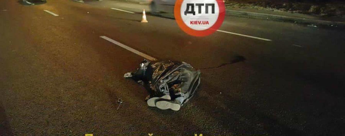 """В Киеве два автомобиля """"Ford"""" переехали пешехода"""