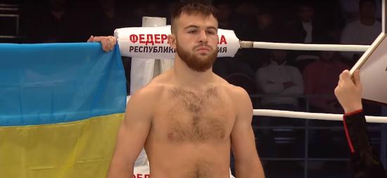 Український боєць з Державним прапором за спиною знищив росіянина