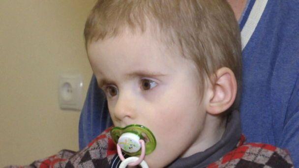 Допомоги потребує 3-річний Володя з рідкісним захворюванням