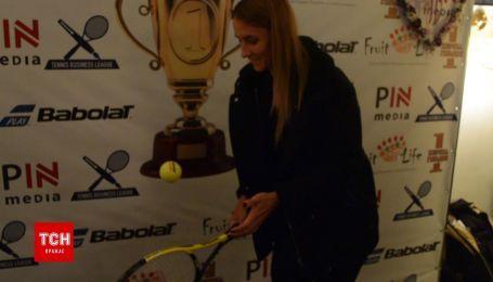 Украинская теннисистка Цуренко выполнила необычное задание с ракеткой