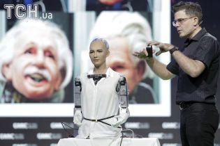 Пообещавшая уничтожить человечество робот София получила возможность ходить и танцевать