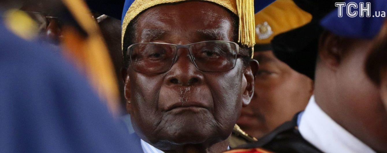 Бывший президент Зимбабве получит $10 млн компенсации и пожизненную зарплату