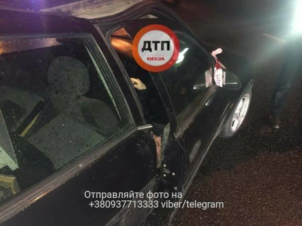 В Киеве бензовоз раздавил Opel, есть погибшие
