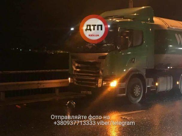 Двоє людей загинули вДТП на Південному мосту, вКиєві (18+)