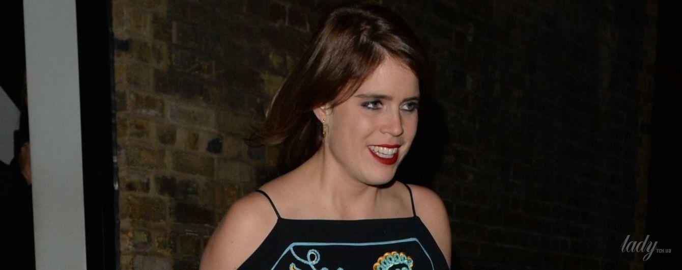 В красивом платье с вышивкой: роскошный вечерний образ принцессы Евгении