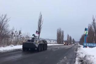 """З'явилося відео з колоною бойовиків """"ДНР"""", які покидають окупований Луганськ"""