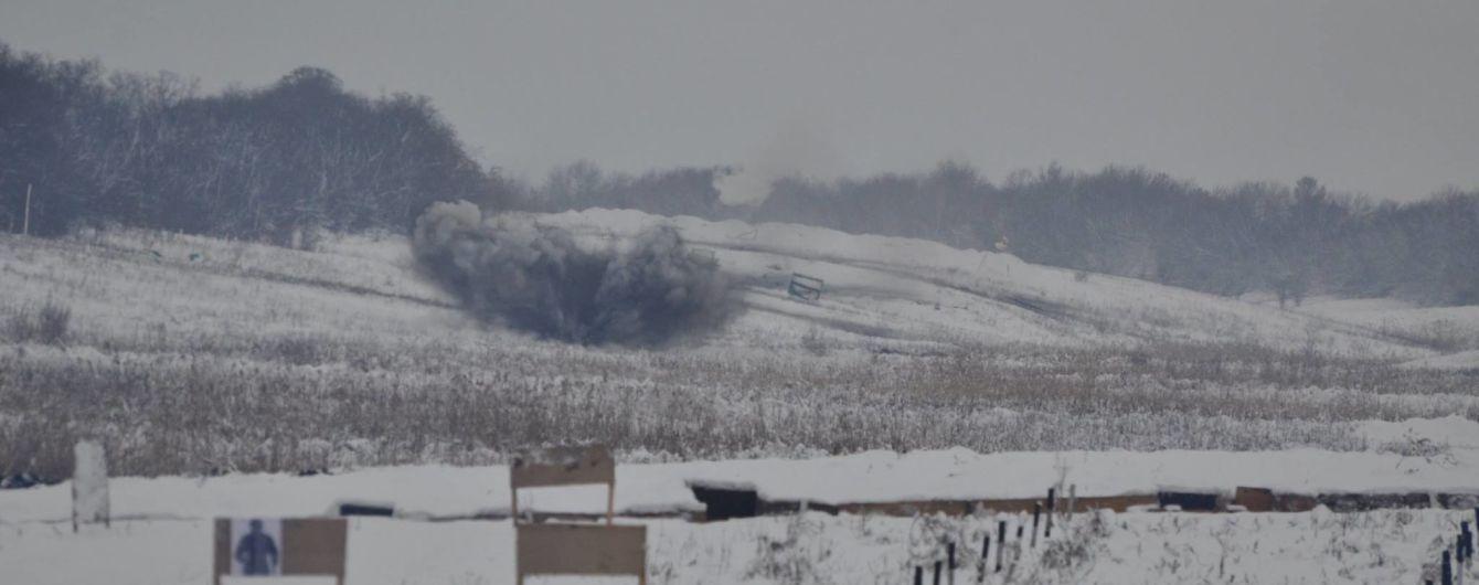 Боевики увеличили интенсивность обстрелов и ранили украинского бойца. Хроника АТО