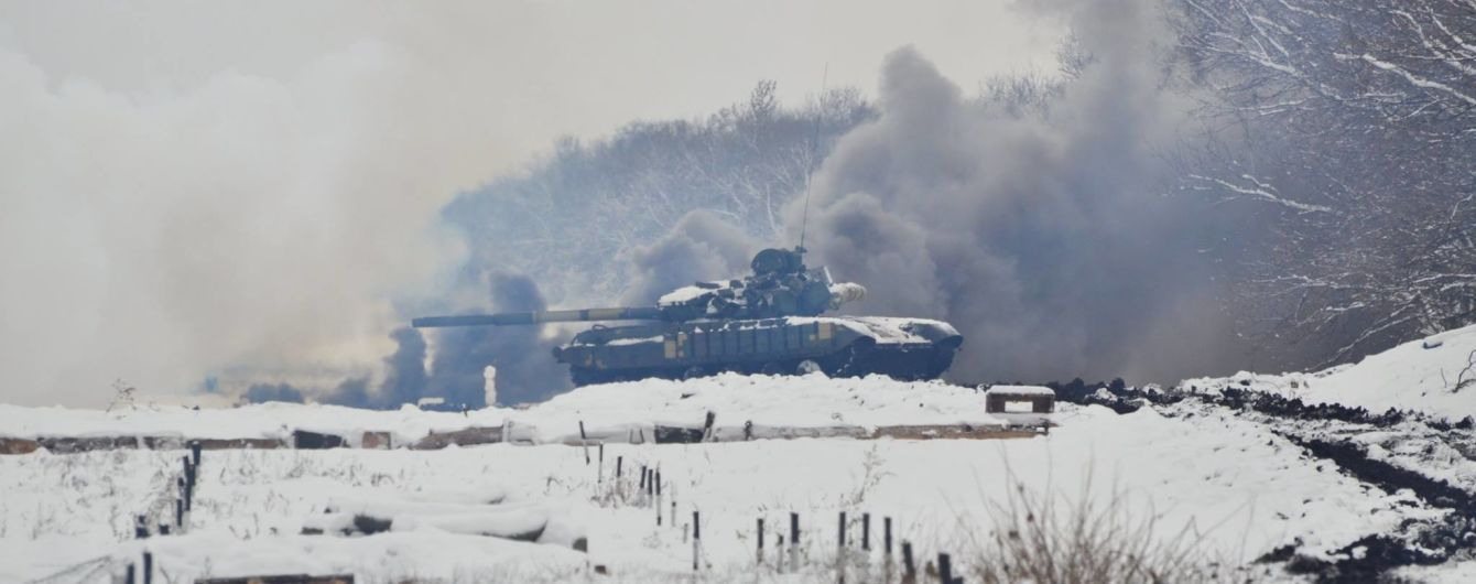 Боевики снова увеличили количество обстрелов и ранили украинского бойца. Хроника АТО