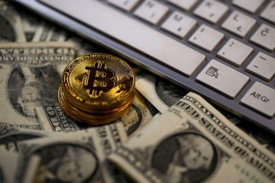Новая высота: стоимость биткоина перевалила за 17 тысяч долларов США