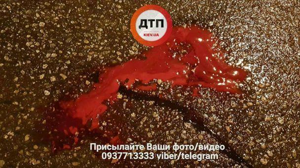 У Києві сталася смертельна ДТП: водій збив пішоходів і втік