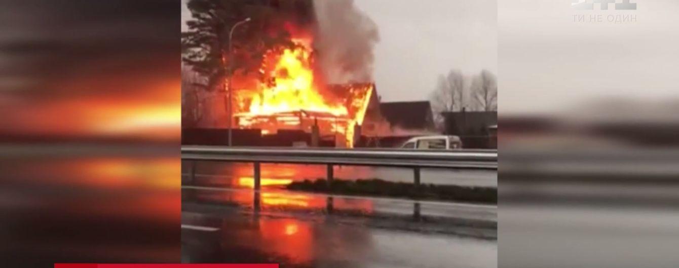 На Київщині спалахнув елітний готельно-ресторанний комплекс