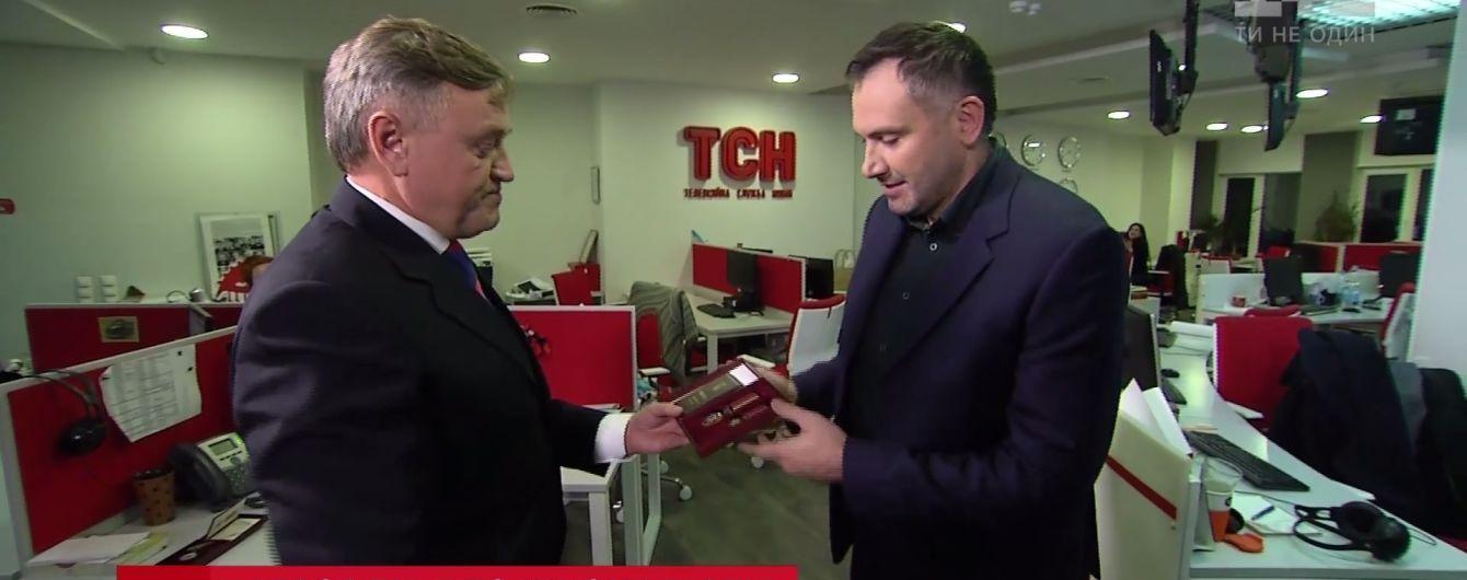 """Государство отметило журналистов """"1+1"""" орденами и медалями"""