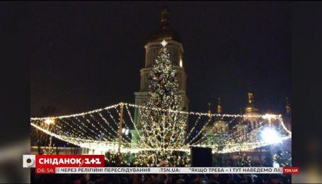 Неоновая елка и инсталляция звездного неба: как украсят Киев к праздникам