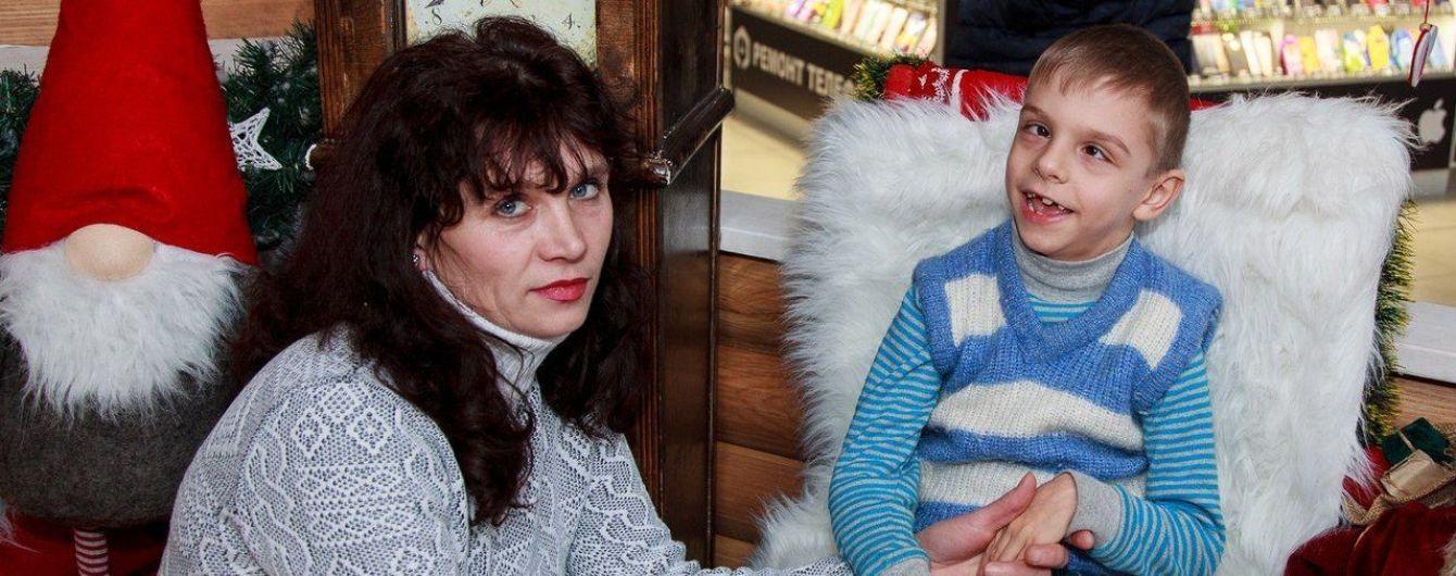 Олена і її син потребують допомоги