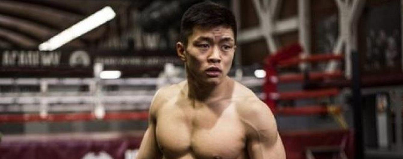 Украинский боксер сумасшедшим нокаутом победил россиянина в Москве