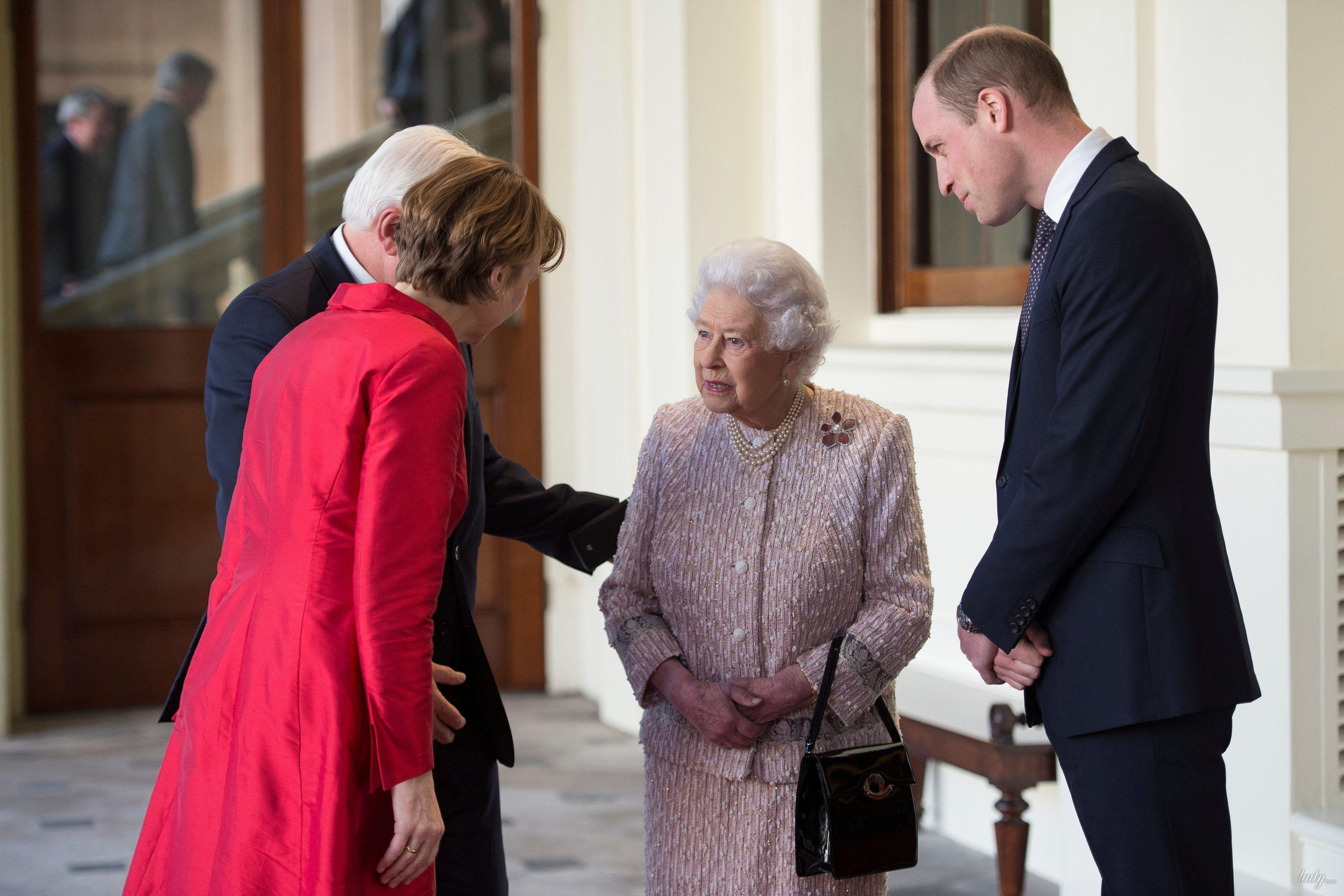 Королева Елизавета II и принц Уильям _4