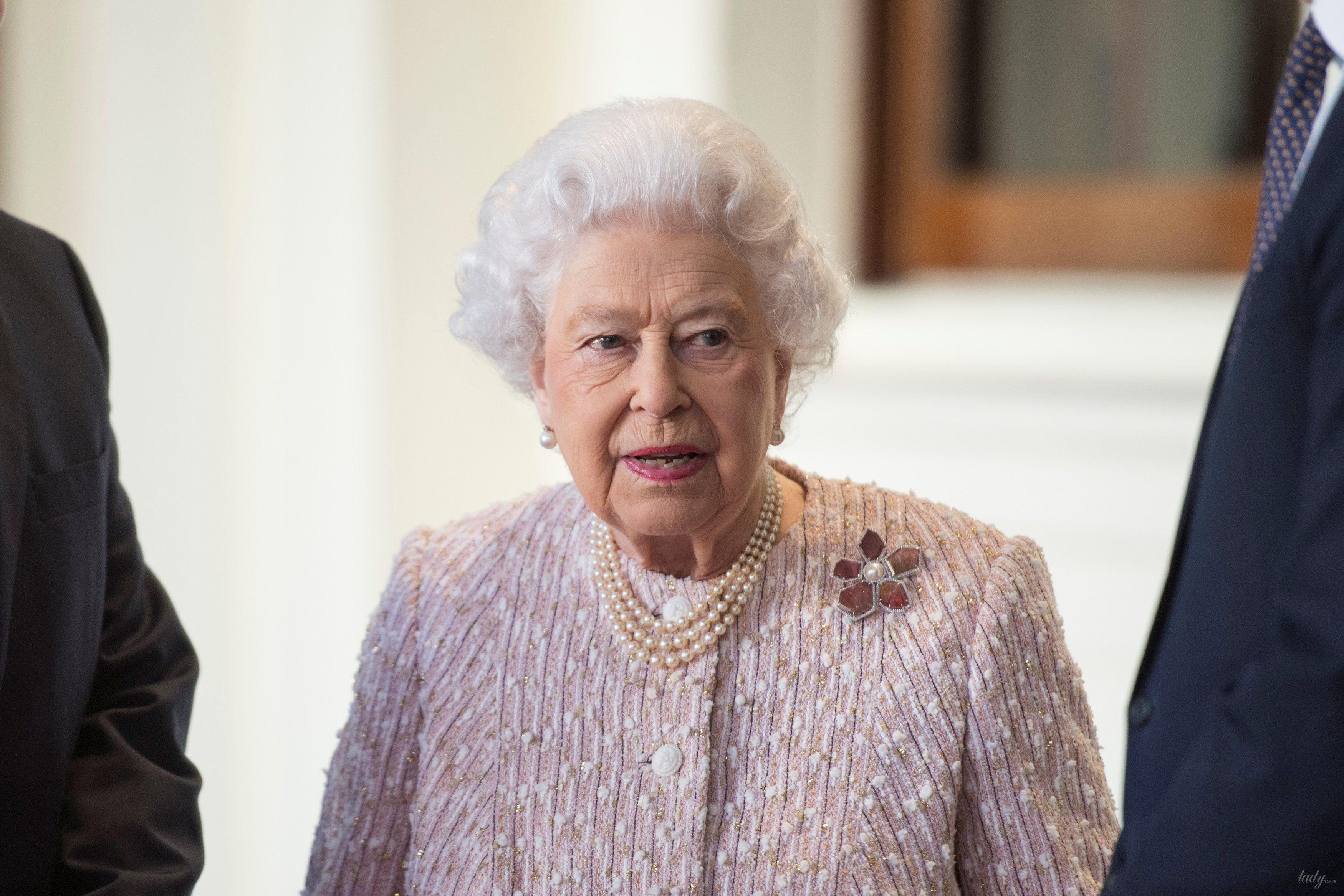 Королева Елизавета II и принц Уильям _2
