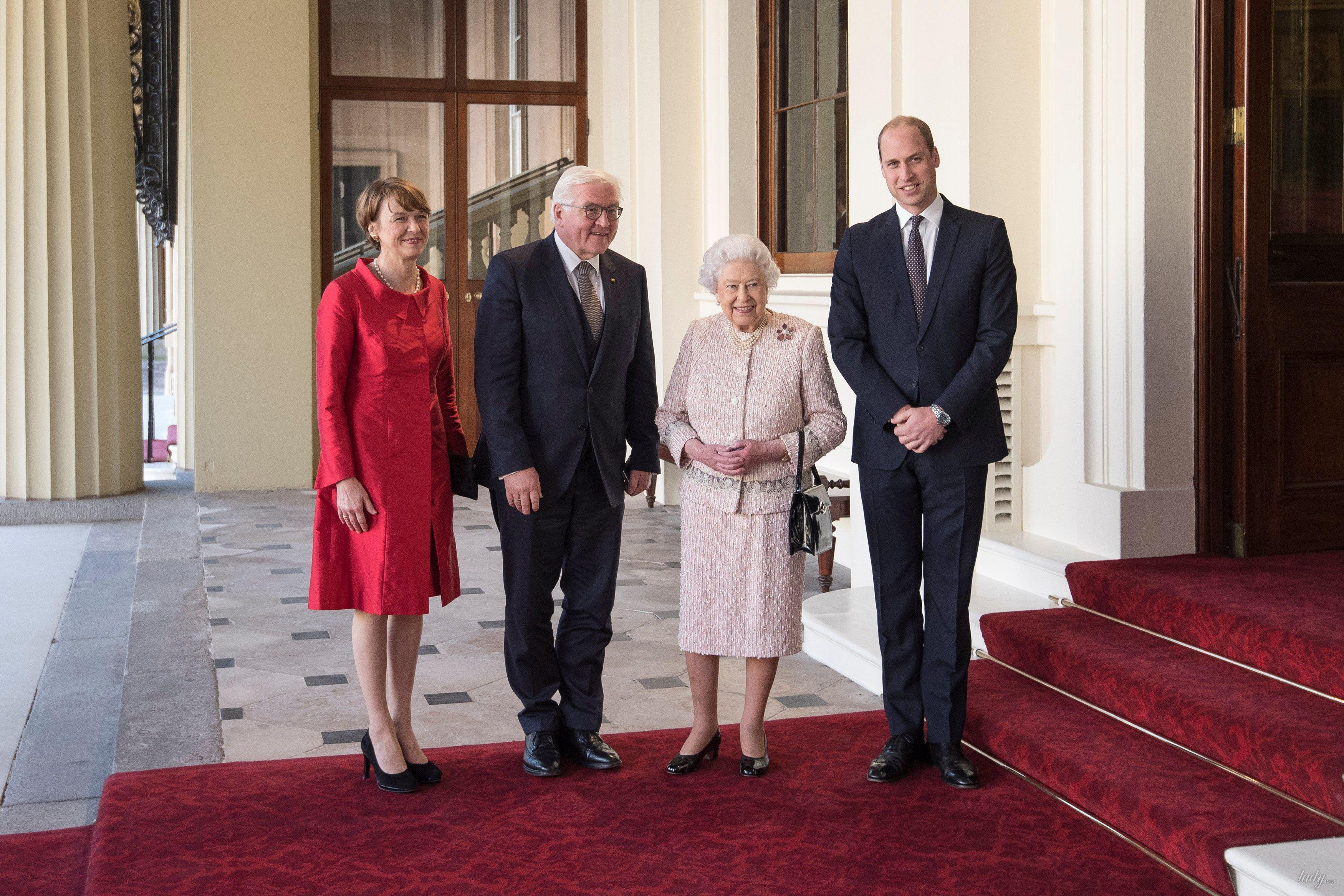 Королева Елизавета II и принц Уильям _5