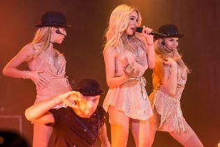 """Возвращение горячих блондинок: участницы группы """"Дилайс"""" выступили в сексуальных мини"""
