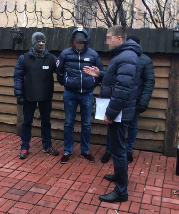 У Житомирі одразу двоє податківців обласної фіскальної служби погоріли на хабарі