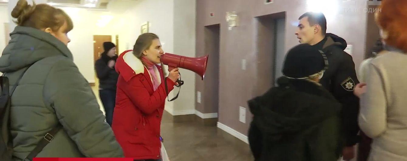 Зоозащитники сорвали судебный процесс над киевским живодером