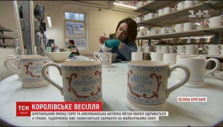 В Великобритании начали выпускать чашки к помолвке принца Гарри и Меган Маркл