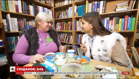 Об украинских профессиях: Ирина Гулей на день стала библиотекарем